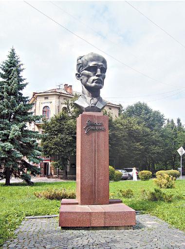 Byust-YAroslavu-Stetsko-v-Ternopole